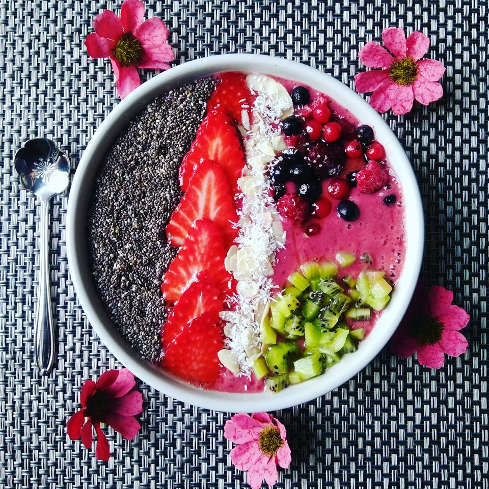 Smoothiebowl aux fruits rouges