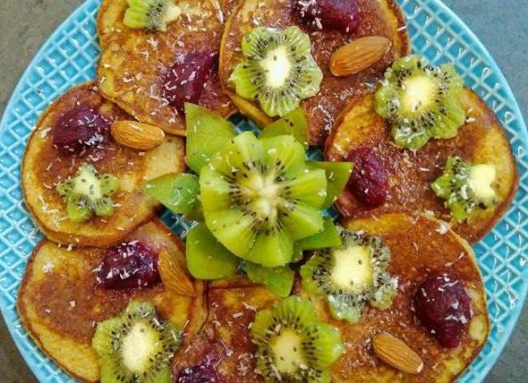 Pancakes au kiwi et smoothie fraise