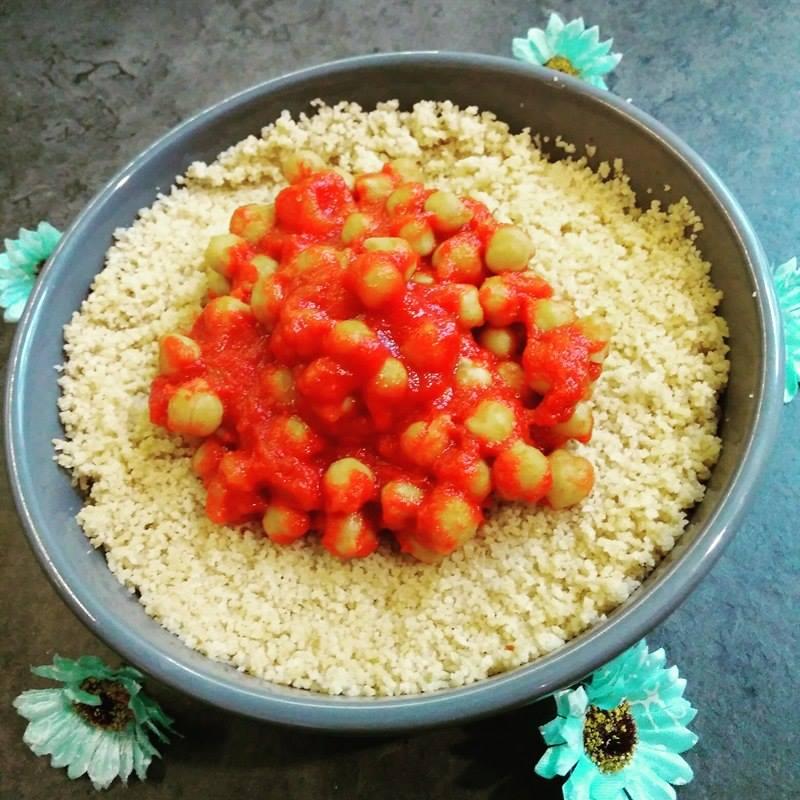 Semoule et pois chiches à la tomate