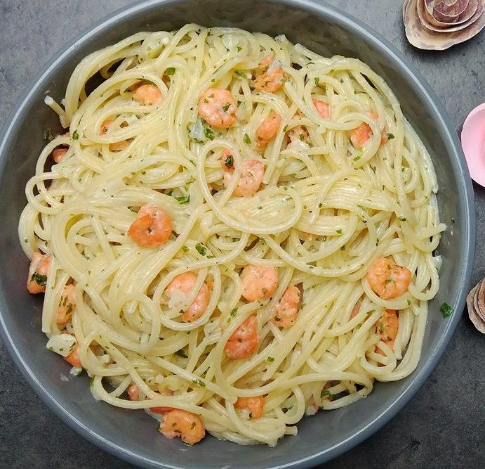 Spaghetti à l'ail et minis crevettes