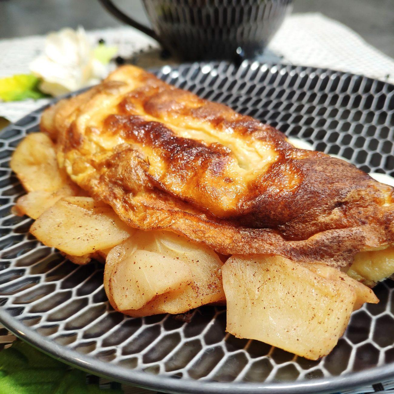 Omelette sucrée à la pomme fondante